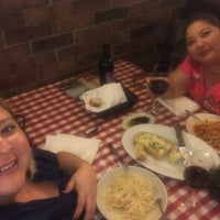 Foto tomada en Italianni's Pasta por Lourdes O. el 4/13/2018