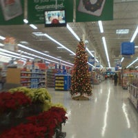 Photo taken at Walmart Supercenter by 💞Rie~Rie on 11/15/2011