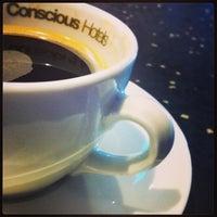 Foto diambil di Conscious Hotel oleh Jonnie B. pada 3/5/2013