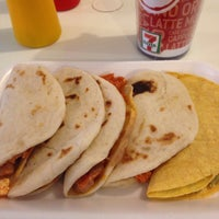 Photo taken at Tacos El Venao by Marizpe R. on 9/14/2016