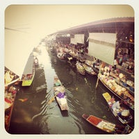 Photo taken at Damnoen Saduak Floating Market by Gupizza on 12/22/2012