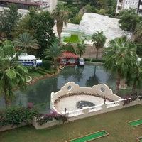 Foto scattata a Club Paradiso Hotel & Resort da Ysn Y. il 10/8/2017