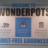 Photo taken at Wonderpots Frozen Yogurt by Elif on 8/4/2014