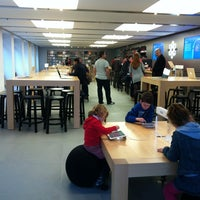 Photo taken at Apple Calle Colón by Paul C. on 12/15/2012
