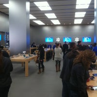 Photo taken at Apple by Kelmin J. on 11/10/2012