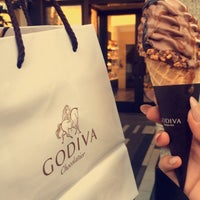 Photo taken at Godiva Chocolatier by Waad Alotaibi 🐎 on 8/9/2017