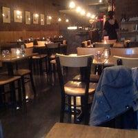 Das Foto wurde bei Insomnia Restaurant and Lounge von Angelique L. am 11/12/2012 aufgenommen