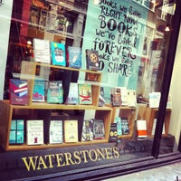 Foto tirada no(a) Waterstones por Kelly B. em 4/17/2013