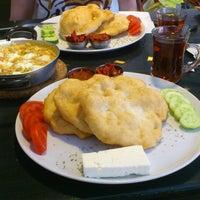 4/12/2013 tarihinde Feyza C.ziyaretçi tarafından Pişi Breakfast & Burger'de çekilen fotoğraf