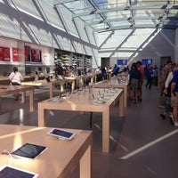 Photo taken at Apple Palo Alto by Felipe S. on 6/9/2013