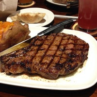 Photo taken at LongHorn Steakhouse by Troy B. on 10/27/2013