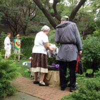 Foto scattata a Clinton Community Garden da Carmen-Elizabeth G. il 7/20/2014