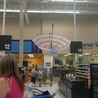 รูปภาพถ่ายที่ Walmart Supercenter โดย Starlite F. เมื่อ 4/6/2013