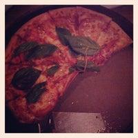 Foto tirada no(a) Pizza Hut por Roberto A. em 4/21/2013