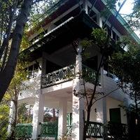 Photo taken at บ้านแมกไม้ วิลล่า by chompoo s. on 3/8/2014