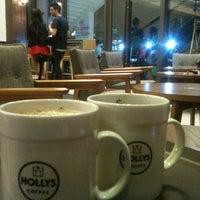 Photo taken at Hollys Coffee by Bangkok Favorites on 8/11/2013