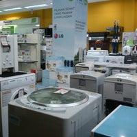 Photo taken at Atlanta Electronic Appliances by Liozizou on 10/22/2012