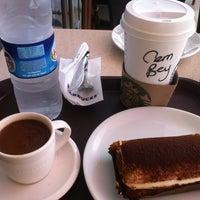 9/29/2013 tarihinde Cem E.☀ziyaretçi tarafından Starbucks'de çekilen fotoğraf