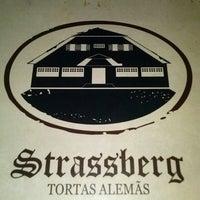 Foto tirada no(a) Strassberg Tortas Alemãs por Fernando D. em 6/24/2013