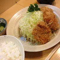 Photo taken at Tonkatsu Enraku by Minoru T. on 12/25/2012