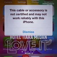 Foto diambil di The Tiara Hotel & Convention Center oleh Eshape B. pada 10/3/2013