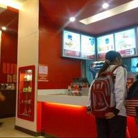 Photo taken at KFC by ! @ 🇯🇵Eiji R. on 11/24/2013
