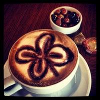 4/11/2013 tarihinde selinziyaretçi tarafından Kahve Dünyası'de çekilen fotoğraf