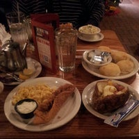 Photo taken at Cracker Barrel Old Country Store by Bernard M. J. on 12/1/2012
