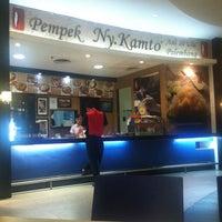 Photo taken at Pempek Ny. Kamto by Hening H. on 11/5/2015