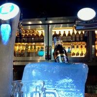 Foto tomada en Efes Beer Cafe Shiva por Cem U. el 6/19/2013
