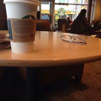 Das Foto wurde bei Starbucks von Lucy T. am 1/13/2016 aufgenommen
