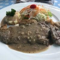 Photo taken at Nana Steak by เบนจามิน ก. on 8/17/2017