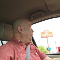 Photo taken at Popeye's Chicken and Biscuits by Rey L. on 5/12/2016