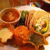 Foto tomada en La Parrilla Mexican Restaurant por Erica S. el 9/16/2012