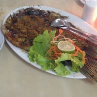 Photo taken at Restoran Pringsewu by Riski Andami N. on 1/8/2014