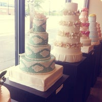 Photo taken at Le Sucre Cakes & Cupcakes by YW on 5/25/2013