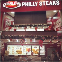 Foto tomada en Charleys Philly Steaks  por Алексей Е. el 12/4/2014