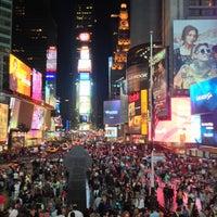 Das Foto wurde bei W New York - Times Square von Aiman Q. am 5/18/2013 aufgenommen