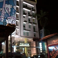 Photo taken at Maxone Hotel Jakarta by Wahyu W. on 1/5/2013
