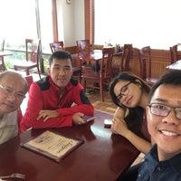 Photo taken at Saigon Vietnamese Restaurant by Khanh L. on 12/23/2016