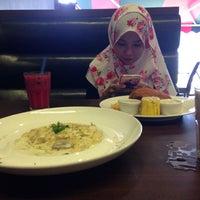 Photo taken at Wadihana Islamic Steakhouse by Siti Hajar T. on 1/22/2017