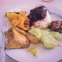 Photo taken at Rm Padang Sederhana by Dian C. on 8/14/2013