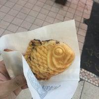 Photo taken at 鳴門 鯛焼本舗 阪急三宮駅前店 by Lanラン on 4/24/2017