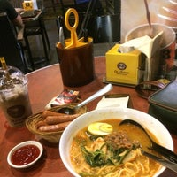 Photo taken at OldTown White Coffee by Pit 🖖 on 3/22/2017