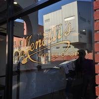 Photo prise au Menotti's Coffee Stop par Sean W. le10/4/2013