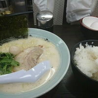 Photo taken at 横浜家系ラーメン 魂心家 日テレ通り店 by もきゅ on 5/19/2016