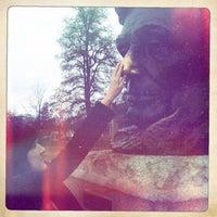 Foto diambil di Lincoln Tomb State Historic Site oleh Teresa G. pada 11/25/2012