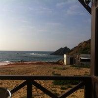 Foto tirada no(a) Praia da Amoreira por Catarina M. em 4/18/2014
