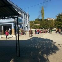 Photo taken at davutlar feriha ruhi karakas ilkokulu by Hakan A. on 11/13/2015