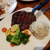 Photo taken at Outback Steakhouse by گربه خیکی F. on 3/27/2017